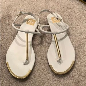 Dolce Vita T-bar white/gold sandal